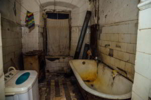 Dreams About Dirty Bathrooms – Hidden Meaning Revealed